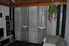 wohnzimmer schiebevorhang in weiß silber und grau mit