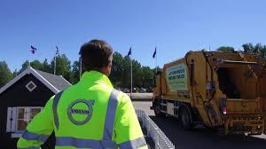 Volvo Trucks - Demonstration Of Autonomous Refuse Truck - YouTube