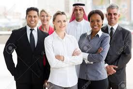 equipe bureau portrait de sourire équipe commerciale multiracial dans le bureau