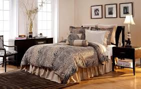 Cheetah Print Living Room Decor by 10 Amazing Bedrooms With Cheetah Bedding Print Rilane