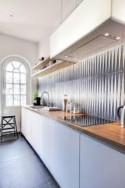 carrelage cuisine design la cuisine blanche et bois en 102 photos inspirantes archzine fr
