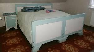 schlafzimmer blau weiß retro