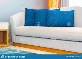 kissen auf sofa dekoration im wohnzimmer stockfoto bild