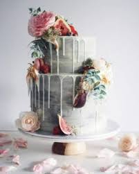 For A Lush Looking Wedding Cake Replace The Frosting On Top With Handful Of Delicate Wildflowers These Carefully Strewn Flowers Amongst Forest Green