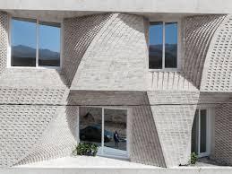 100 Travertine Facade Stone Home Dazzles With A Cool Bricklike Facade Architecture