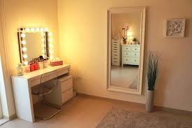 Makeup Vanity Table With Lights And Mirror by Stand Up Vanity Mirror With Lights Zoommake Up Mirror With Lights