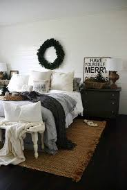 Cozy Christmas Bedroom Decorating Ideas