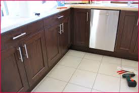 poignee de porte de cuisine haut poignee porte placard cuisine idées 133494 placard idées