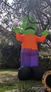 Halloween Yard Inflatables 2015 by Home Haunters Take Halloween Decor To Another Level Mr And Mrs
