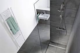 sichere entwässerungssysteme für bodengleiche duschen