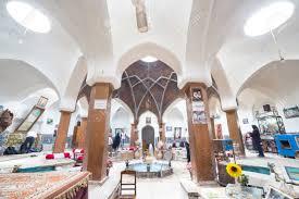 magasin de tapis magasin de tapis dans le vieux bazar de kashan en iran banque d