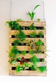 DIY Pallet Garden Mounted With Chain