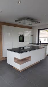 küche weiß glanz nero assoluto granit und eiche einsatz