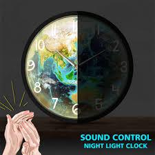 blue planet erde modernes design wanduhr metall rahmen voice led beleuchtete uhr stille runde wand uhr für wohnzimmer zimmer