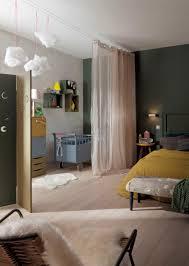 paravent chambre bébé créer une chambre de bébé provisoire avec un voilage rideaux