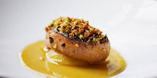 cuisiner un foie gras cru dinde de noël farcie au foie gras et aux pommes recette sur