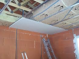 pose de placoplatre au plafond excellent poser placo ba plafond