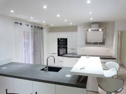 cuisine grise et plan de travail noir plan de travail cuisine gris clair plan de travail en bton cir