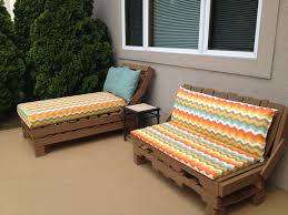 pallet patio furniture so easy stack pallets nail together