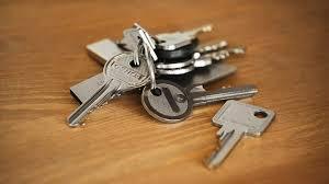 schlüssel und schloss so schließt ein schlüssel auf und zu