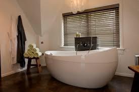 shutters oder holzjalousien im badezimmer jasno