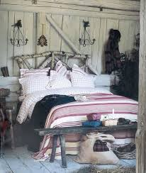 Cozy Rustic Bedroom Designs Simple Things Like Tree Trunks Could Become A Material For Your DIY Decor Project