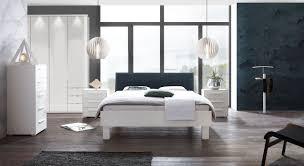 weißes komplett schlafzimmer mit bett in modernem design