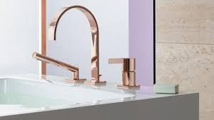 wohnen badezimmer armaturen in gold und rosé im trend