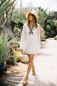 There Is Almost Nothing More Elegantly Bohemian Than A White Lace Dress Rachel Barnes Has