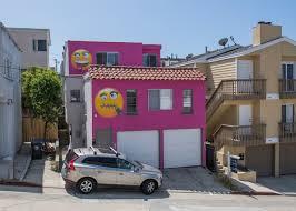 100 Beach Houses In La Emoji House In LA Beach Town Infuriates Feuding Neighbors