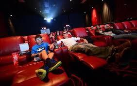 cinema siege des sièges aussi confortables qu un lit pour réinventer le cinéma