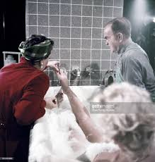 Marilyn Monroe Bathroom Sets by Marilyn Monroe With Victor Moore On The Set Of U0027the Seven Year