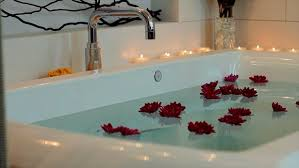Jetted Bathtubs Small Spaces by Choosing The Right Whirlpool Bathtub Hgtv