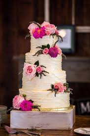 Random Placements Of Fresh Flowers For Rustic Wedding Cake