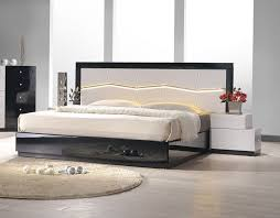 Lacquered Refined Quality Platform and Headboard Bed Chicago