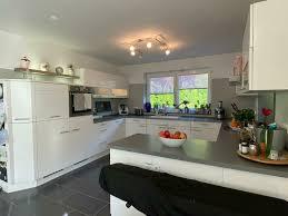 nobilia küche groß weiß hochglanz mit geräten