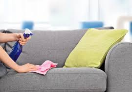 astuce pour nettoyer canapé en tissu comment enlever une tache sur un canapé tissu bnbstaging le