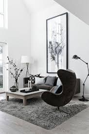 le fauteuil club ikea pour le salon avec un tapis gris et