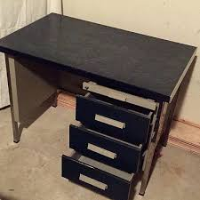bureau metal et bois bureau metal bois trendy caisson bureau industriel beautiful bureau