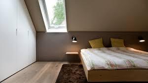 schlafzimmer unter einer dachschräge minimalistisch