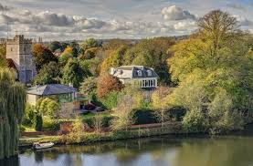 104 River Side House A Graceful Side In A Perfect Thames Village That Was Painted By Sir Stanley Spencer Country Life