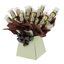 Ferrero Rocher Christmas Tree Diy by Treat Your Girlfriend To This Romantic Ferrero Rocher Bouquet On