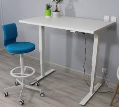bureau à hauteur variable bureaux réglables electriques en hauteur wood mobilier