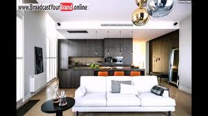 wohnzimmer küche zusammen holzküche dunkel weißes sofa