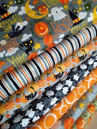Halloween Pennant Mantel Scarf by Best 25 Halloween Fabric Ideas On Pinterest Halloween Quilt