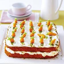 karottenkuchen mit frischkäse topping und marzipan