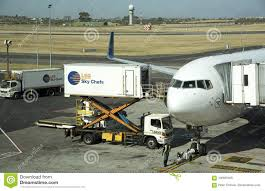 100 Scissor Lift Truck And Catering Alongside A Passenger Jet Editorial