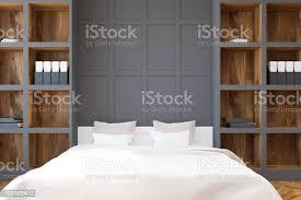 weißen bett schlafzimmer und homeoffice bücherregal stockfoto und mehr bilder architektur