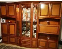 klassischer kirschbaum wohnzimmerschrank vitrine anbauwand