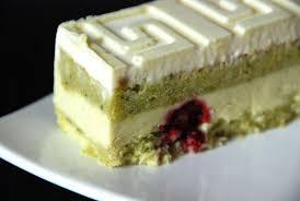 cake a la pate de pistache légèreté pistache framboise cuisine plurielle